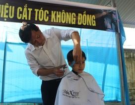 """""""Hiệu cắt tóc không đồng"""" dành cho học trò nghèo"""