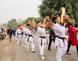 """Đội bê tráp mặc trang phục võ thuật trong đám hỏi xứ Nghệ gây """"sốt"""""""