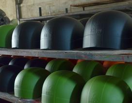 Đột kích xưởng sản xuất mũ bảo hiểm giả thương hiệu nổi tiếng ở Sài Gòn