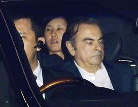 Cựu chủ tịch Nissan thuê 2 máy bay trốn khỏi Nhật