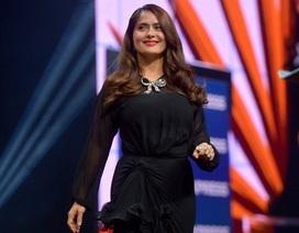 Salma Hayek vẫn trẻ đẹp ở tuổi 54