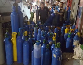 Phát hiện lô hàng gồm 440 bình nghi chứa khí cười nhập lậu qua cảng