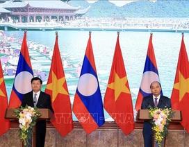 Thủ tướng Nguyễn Xuân Phúc và Thủ tướng Lào họp báo sau Kỳ họp 42 Ủy ban liên Chính phủ