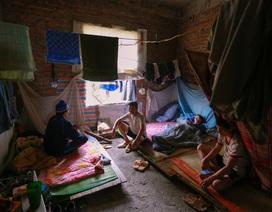"""""""Chuyện tình ri-đô"""" và cuộc sống của 25 công nhân trong """"biệt thự triệu đô"""" ở Hà Nội"""