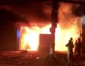 Cháy lớn xưởng gỗ ở vùng ven Sài Gòn
