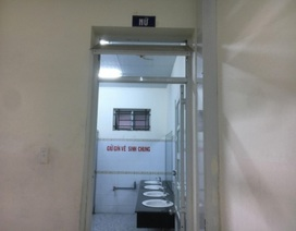 Một phụ nữ tố bị cướp, hiếp dâm trong nhà vệ sinh