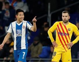 Tiền đạo Trung Quốc đặt dấu mốc lịch sử khi ghi bàn vào lưới Barcelona