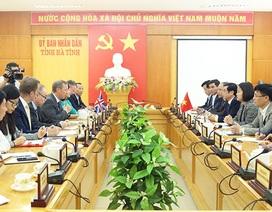 Đại sứ Anh vào Hà Tĩnh bàn phương án phòng chống di cư trái phép