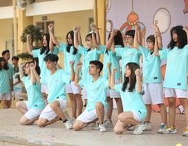 """Học sinh THPT Yên Hoà """"cháy hết mình"""" với vũ đạo rực rỡ thanh xuân"""