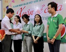 Tặng vé xe hỗ trợ sinh viên từ Đà Nẵng về quê đón Tết