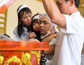 Con trai trưởng nghệ sĩ Nguyễn Chánh Tín kịp nhìn mặt cha trước khi hỏa táng