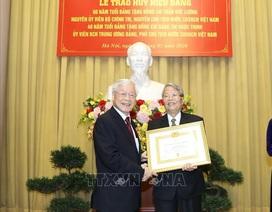 Tổng Bí thư dự lễ trao Huy hiệu 60 năm tuổi Đảng tặng nguyên Chủ tịch nước Trần Đức Lương