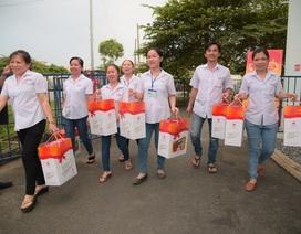 Công ty bánh kẹo Hải Hà tặng quà công nhân lao động nhân dịp Tết Canh Tý 2020