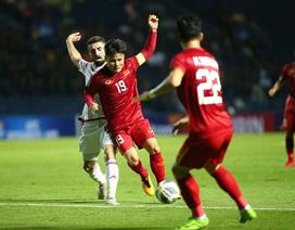 """Quang Hải tả xung hữu đột khiến hàng thủ U23 UAE """"chóng mặt"""""""