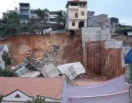 Bờ kè hơn 10m sạt lở, 16 hộ dân phải di dời khẩn cấp
