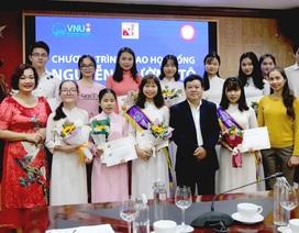 30 sinh viên nghèo vượt khó nhận học bổng Nguyễn Trường Tộ