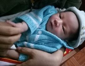 Bé trai sơ sinh bị bỏ trước nhà cặp vợ chồng hiếm muộn kèm thư xin lỗi của người mẹ