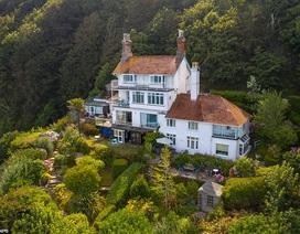 Ngôi nhà clifftop tuyệt đẹp tự chênh vênh trên vách núi trị giá hơn 60 tỷ đồng