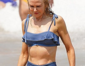 Nicole Kidman vẫn tự tin diện áo tắm ở tuổi 52