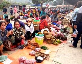 Độc đáo phiên chợ vùng biên những ngày cận Tết