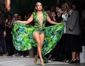 Jennifer Lopez tươi trẻ đáng ngưỡng mộ trong ảnh quảng cáo mới