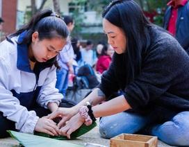 Học sinh trường Lương Thế Vinh gói 1.250 bánh chưng tặng người nghèo