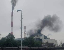 Khói đen bốc lên nghi ngút từ Công ty nhiệt điện Uông Bí sau tiếng nổ