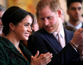 """Hoàng tử Harry """"lo vợ suy sụp nếu ở Anh quá lâu"""""""