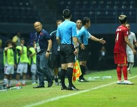 HLV Park Hang Seo nổi cáu với trọng tài vì mất quả ném biên