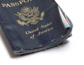 Tốn hàng trăm triệu đồng chỉ vì sơ xuất để một giọt nước rơi vào hộ chiếu
