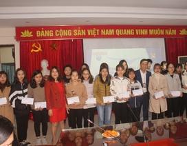 35 sinh viên nghèo vượt khó trường ĐH Thủ Đô Hà Nội nhận học bổng