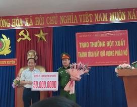 Bắt gần 400kg pháo lậu, công an huyện được thưởng nóng 50 triệu đồng