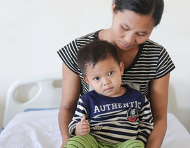 Giải cứu khối thoát vị bẹn bẩm sinh to như quả ổi cho bé 2 tuổi