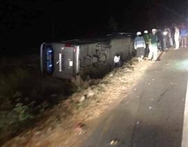 Xe khách lật sau tai nạn liên hoàn, ít nhất 2 người thương vong