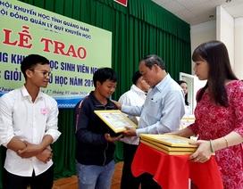 Trao 156 suất học bổng đến sinh viên khó khăn