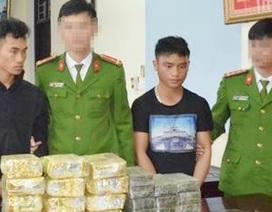 Bắt 2 đối tượng dùng hàng nóng vận chuyển 20 bánh heroin và 12kg ma túy đá
