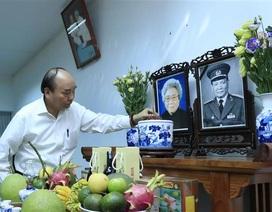 Thủ tướng Nguyễn Xuân Phúc dâng hương, tưởng nhớ các nguyên lãnh đạo Đảng, Nhà nước