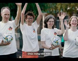 Các Đại sứ lăn xả trên sân bóng cùng đội tuyển nữ Việt Nam