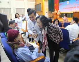 Trưởng Ban Dân vận Trung ương tặng quà Tết cho bệnh nhân ung thư