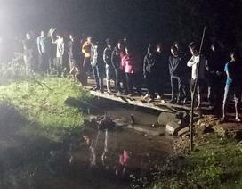 Người đàn ông tử vong thương tâm vì rơi cả người và xe xuống suối