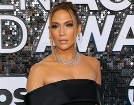Jennifer Lopez đeo nữ trang trị giá 9 triệu USD dự sự kiện