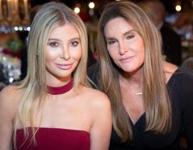 Bố dượng U70 của cô Kim phủ nhận hẹn hò bạn gái 23 tuổi
