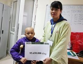 Bạn đọc Dân trí giúp đỡ bé Khánh Linh mắc ung thư xương gần 100 triệu đồng