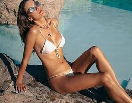 Alessandra Ambrosio gợi cảm với áo tắm