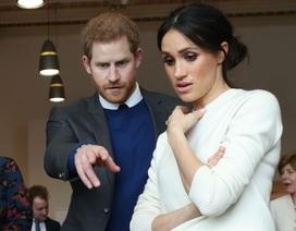 """Vợ chồng Hoàng tử Harry """"tuyên chiến"""" với truyền thông khi vừa đến Canada"""
