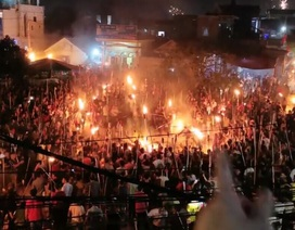 Độc đáo lễ rước lửa đêm giao thừa của người dân làng biển