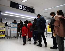 """Du khách Trung Quốc gây phẫn nộ vì uống thuốc hạ sốt """"lách"""" qua cửa kiểm tra"""
