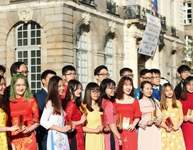 Áo dài Việt tung bay trên đất Rennes chào Xuân Canh Tý
