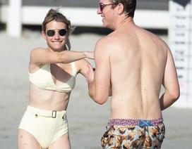 Emma Roberts gợi cảm với áo tắm