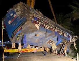 Lật xe khách tối mùng 1 Tết, 26 người bị thương